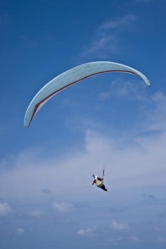 鳥取砂丘を飛ぶ男性パイロット)#show(091003_DSC06018s.jpg,aroundr,画像の説明