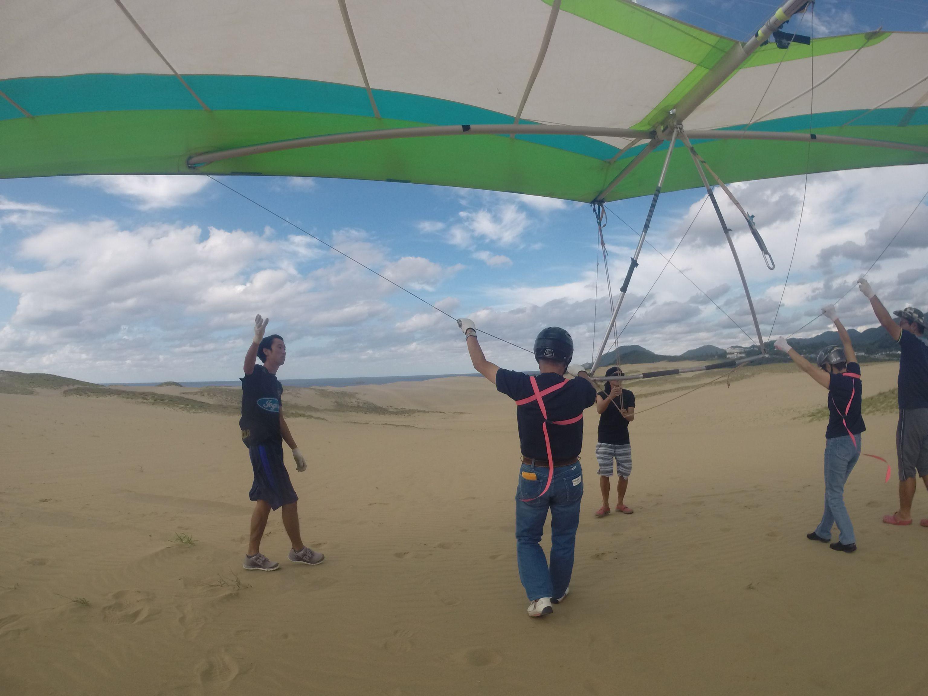 風の強い間はハンググライダーにトライ