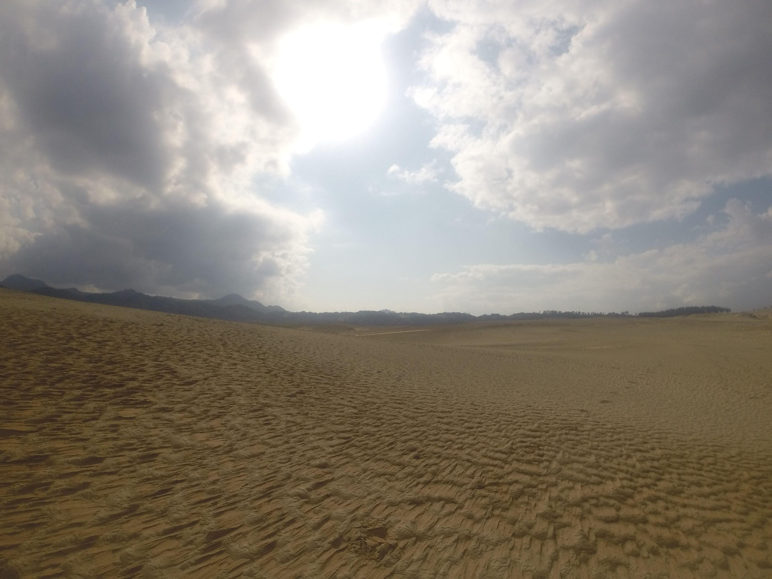 なんだか久しぶりに明るい空に恵まれた鳥取砂丘