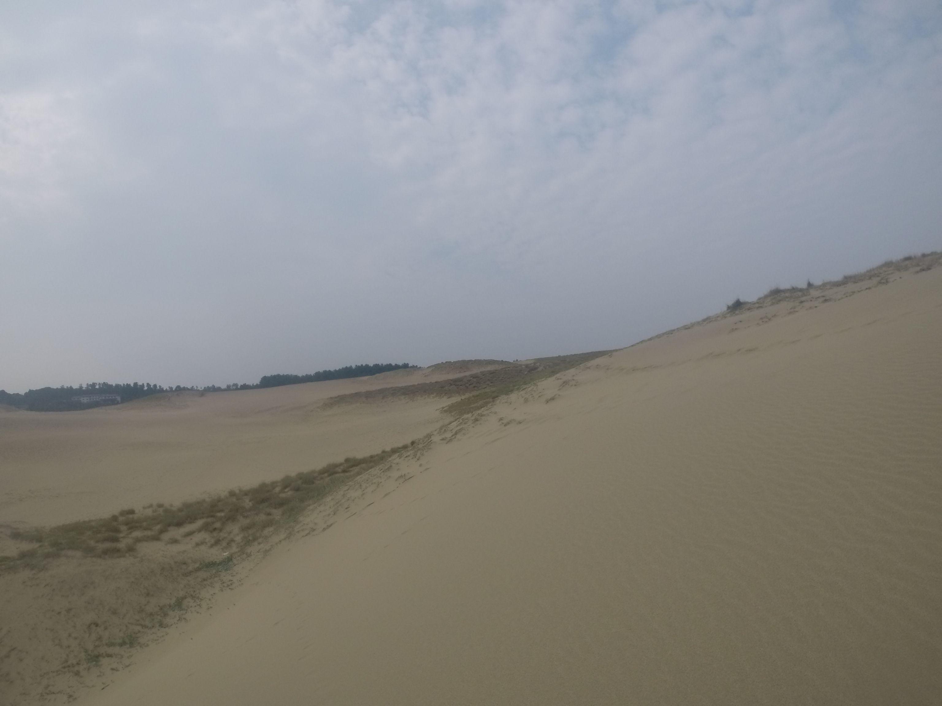 雲が多めで蒸し暑い鳥取砂丘
