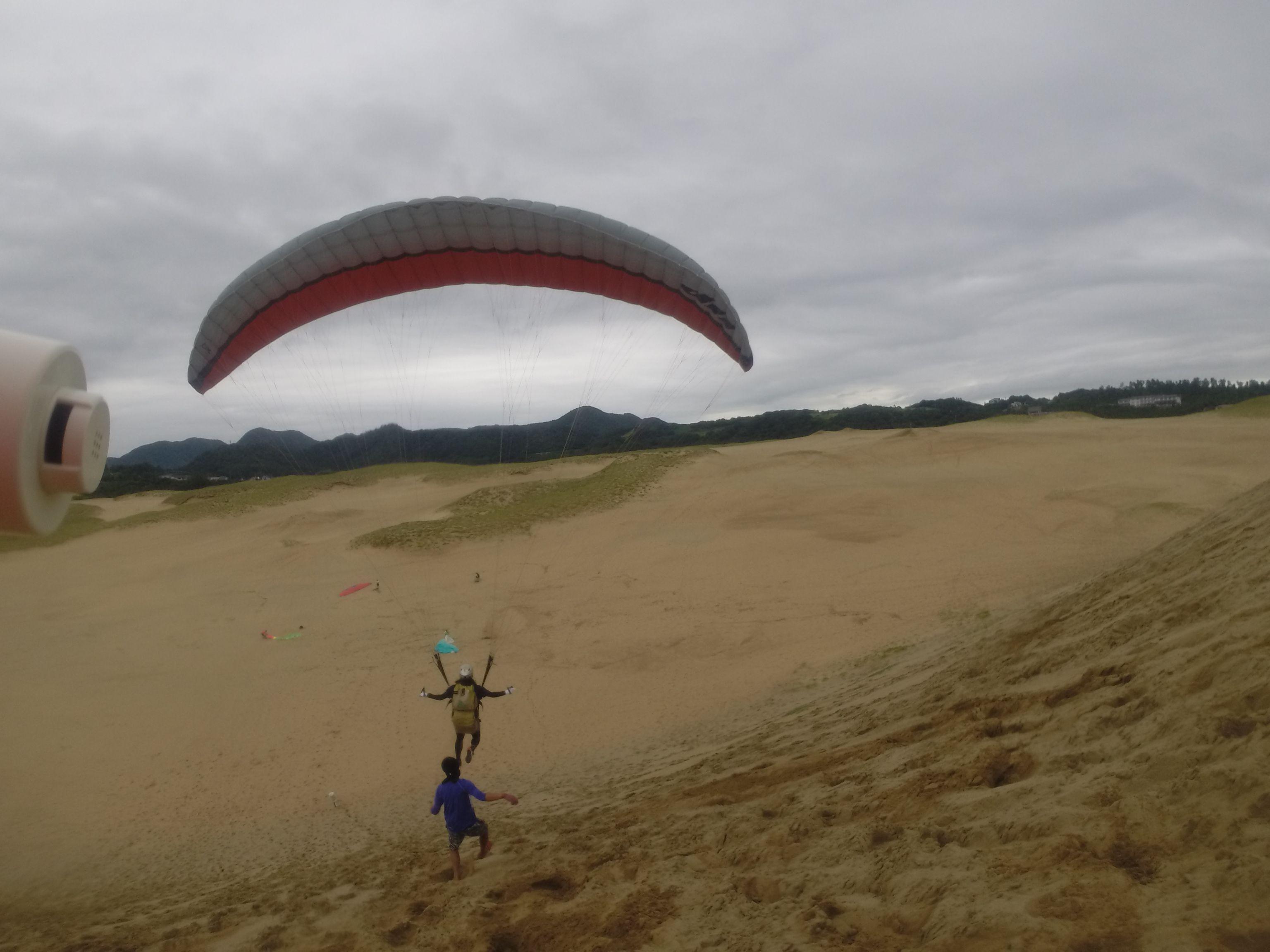 風は弱いものの、落差を利用してビッグな飛びを