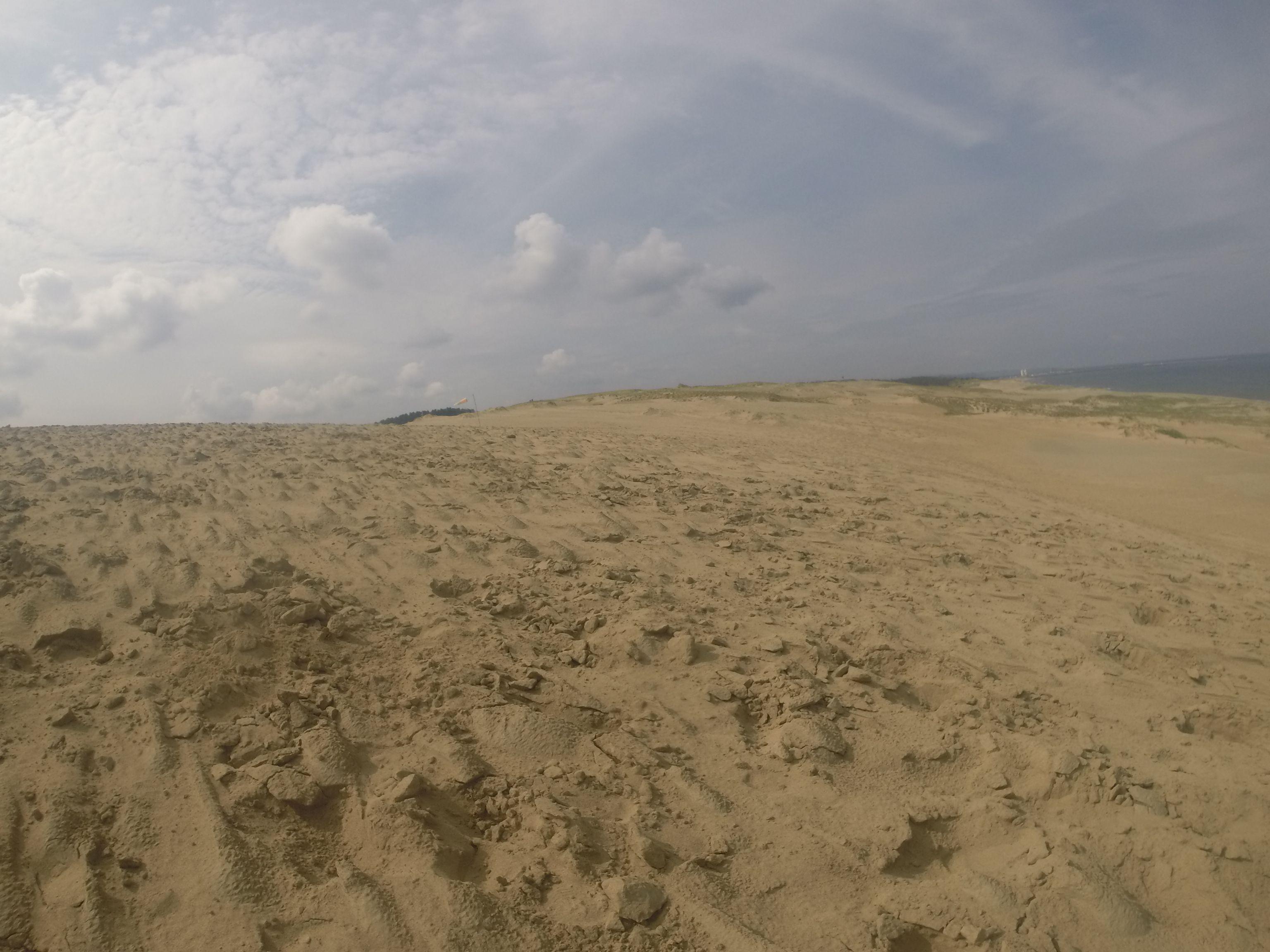 うっすら曇り空で涼しく快適な鳥取砂丘