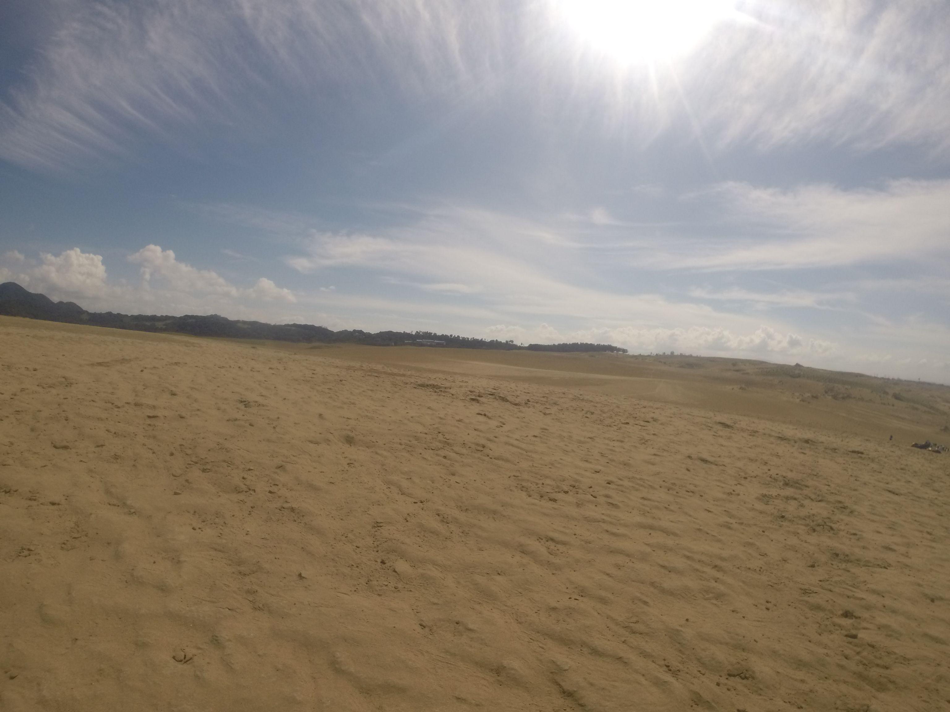 青空が気持ちいい鳥取砂丘