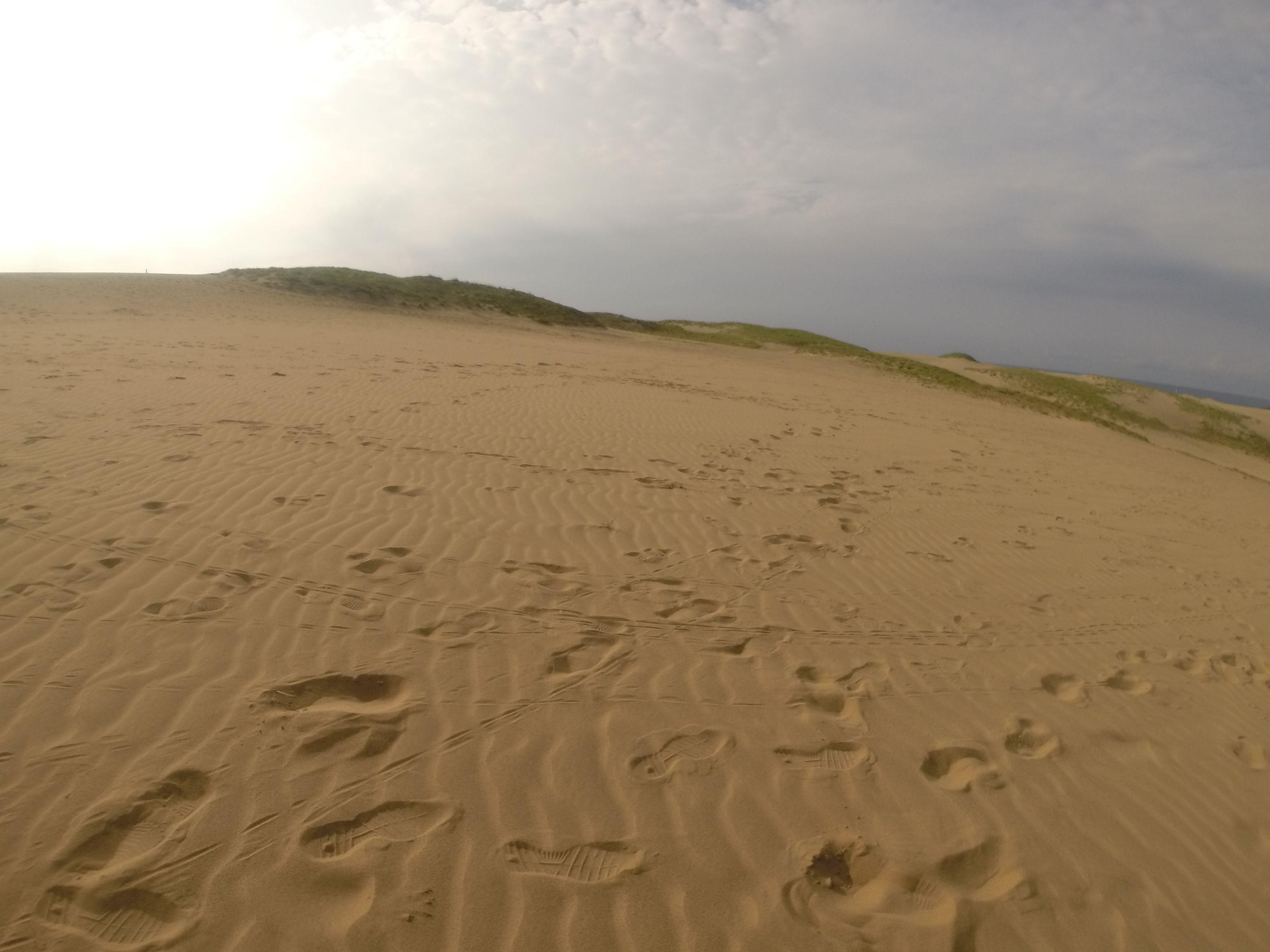 少し雲が多めで涼しい鳥取砂丘