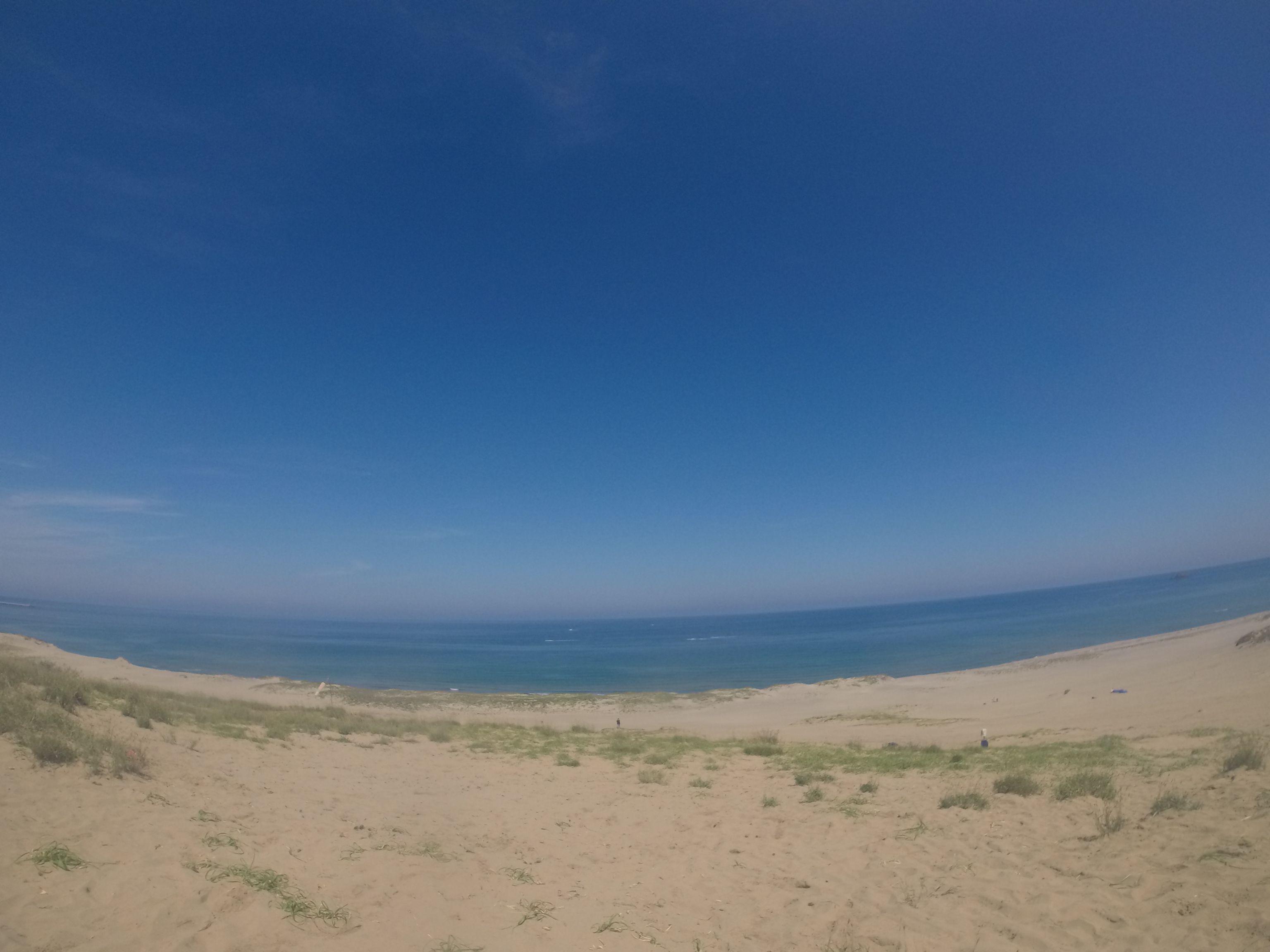 真っ青な空と真っ青な海