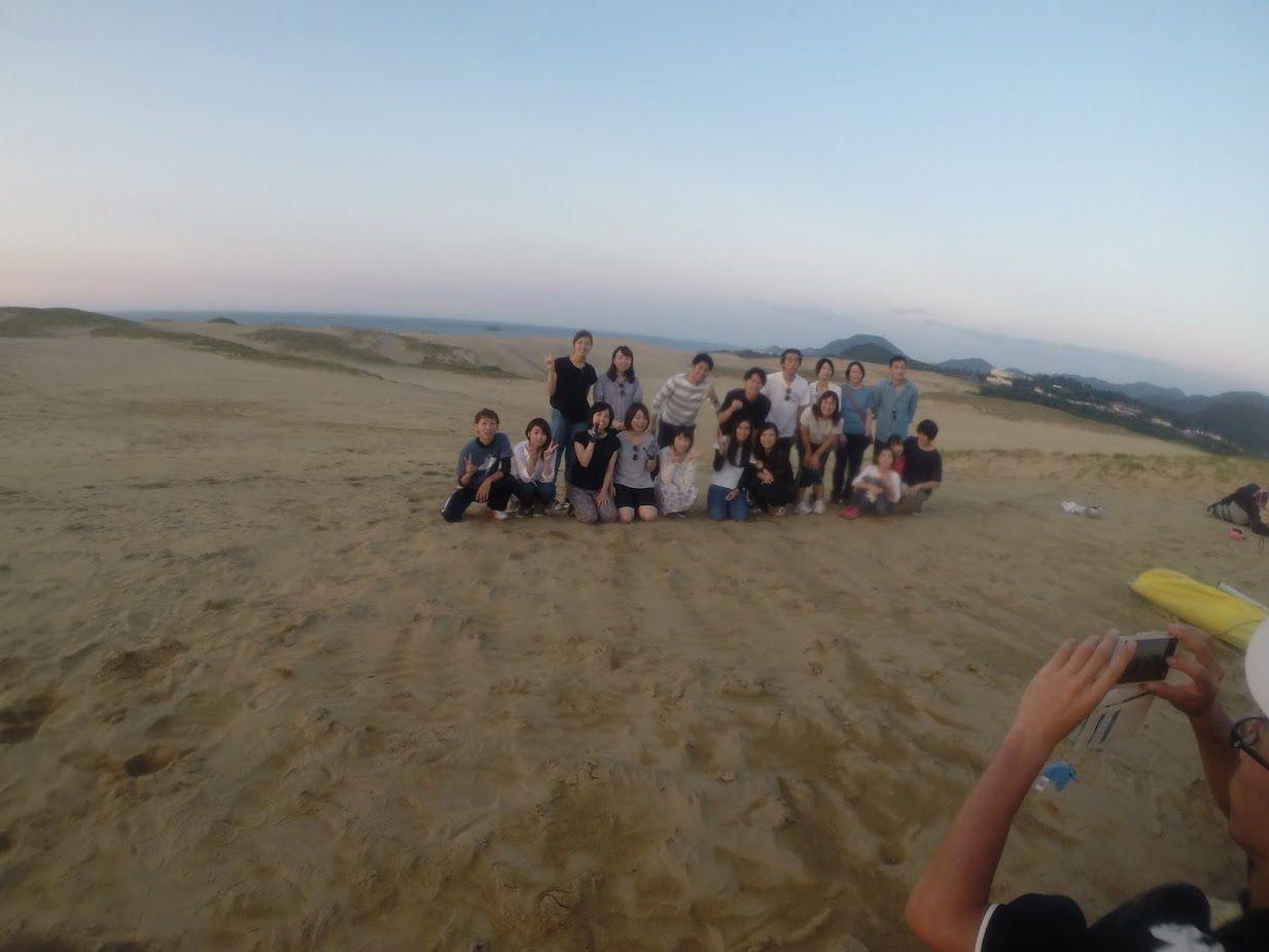 沢山の方が砂丘に集合