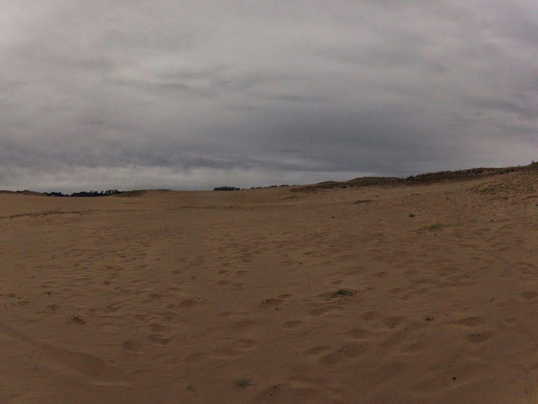 台風蒸し暑い鳥取砂丘