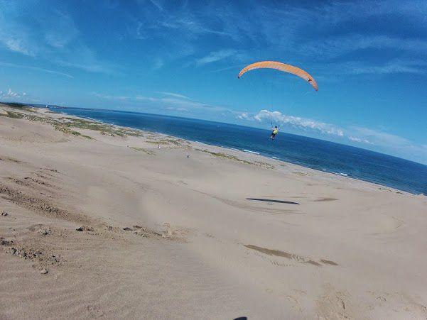 快晴の鳥取砂丘パラグライダー