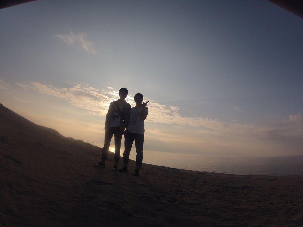 お二人を祝福する夕日の光
