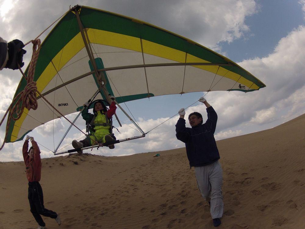 東京、埼玉から鳥取砂丘でハングライダー体験