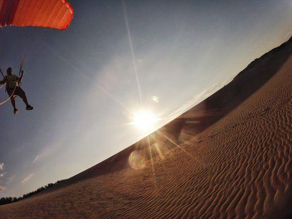夕日の鳥取砂丘トーイングスタイルパラグライダー