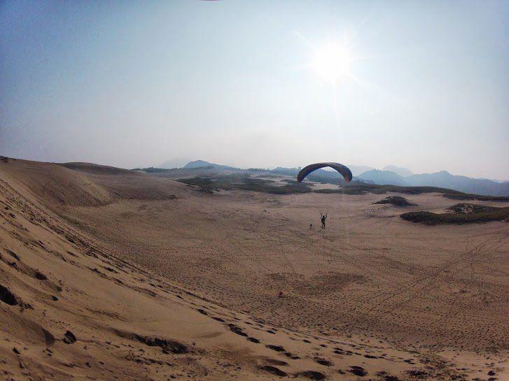 高台からフライト砂丘パラグライダー