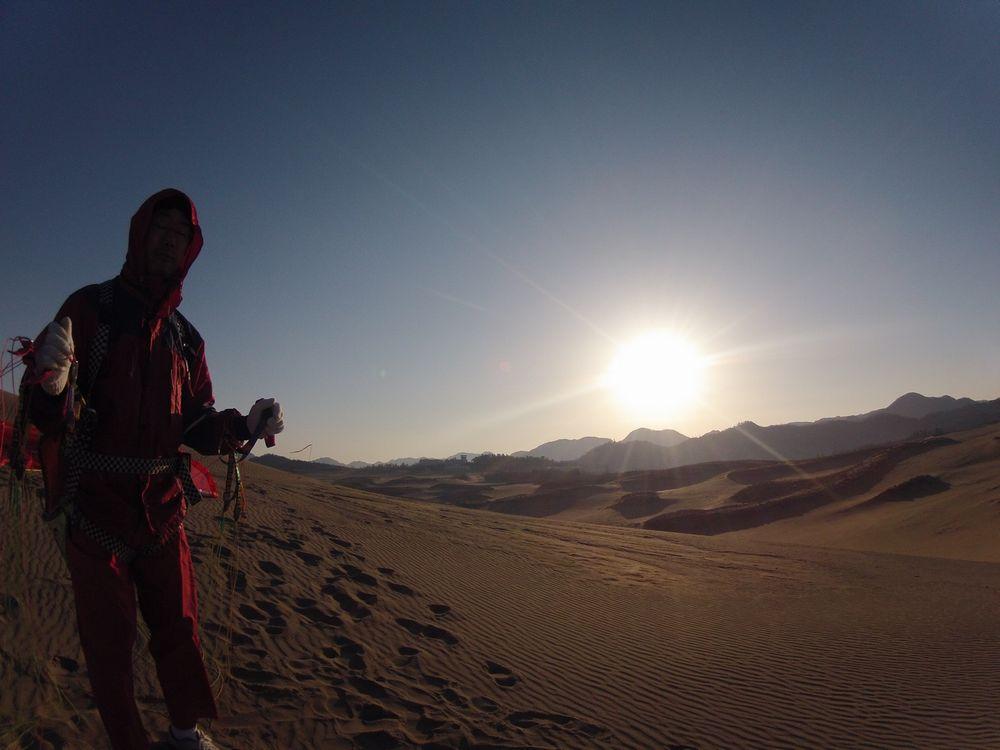 鳥取砂丘で朝日を浴びて