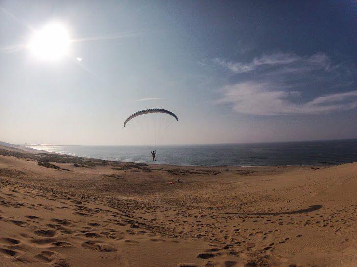 夕方の砂丘パラグライダー