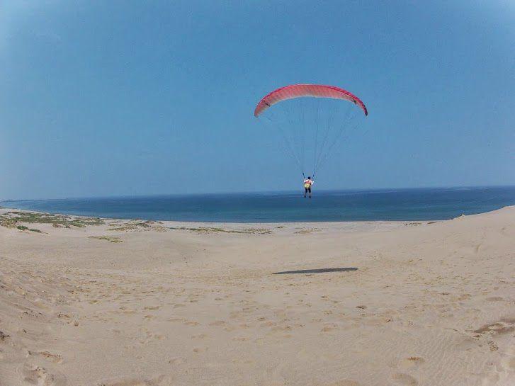 マリンブルーの日本海砂丘パラグライダー