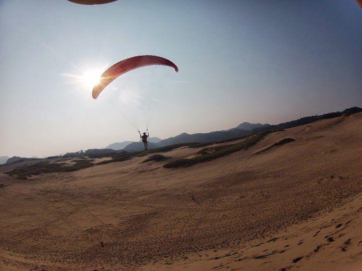 長者ヶ庭の高台から砂丘パラグライダー