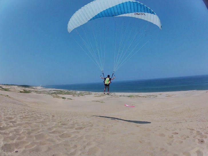 真夏の砂丘パラグライダー