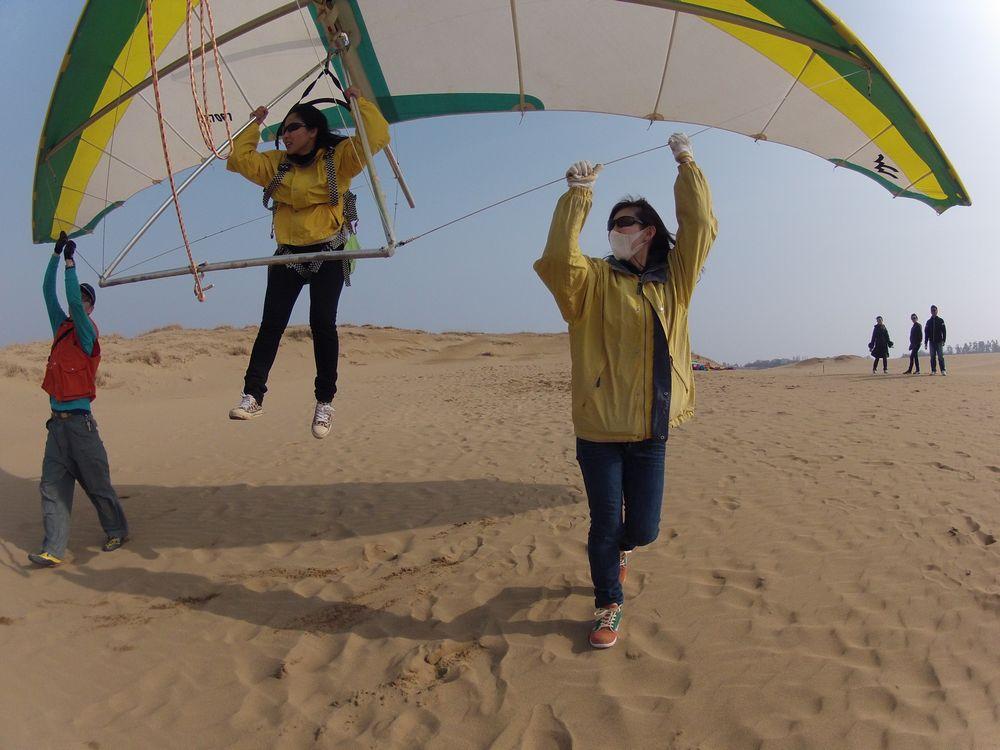北西強風が吹く鳥取砂丘でのハンググライダー体験