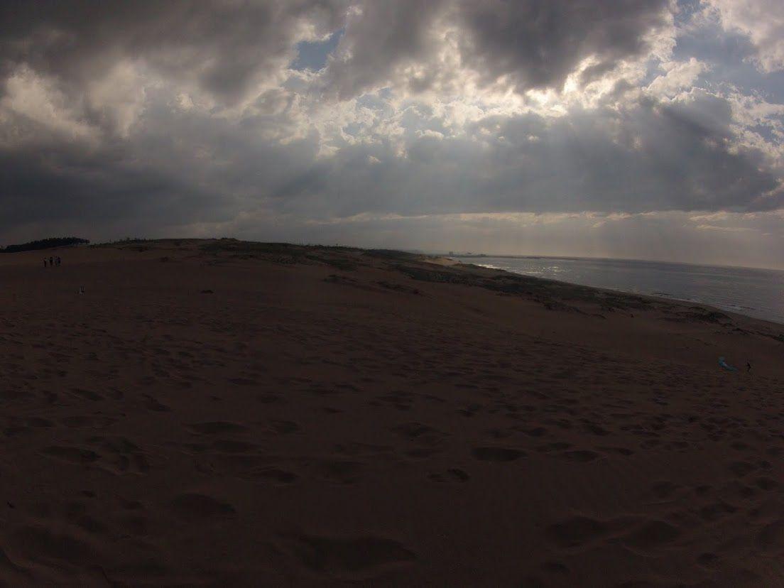 雨雲鳥取砂丘