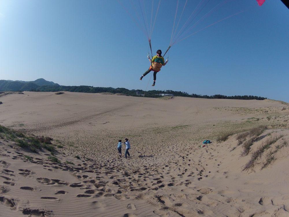 愛知から早朝の鳥取砂丘でパラグライダー体験