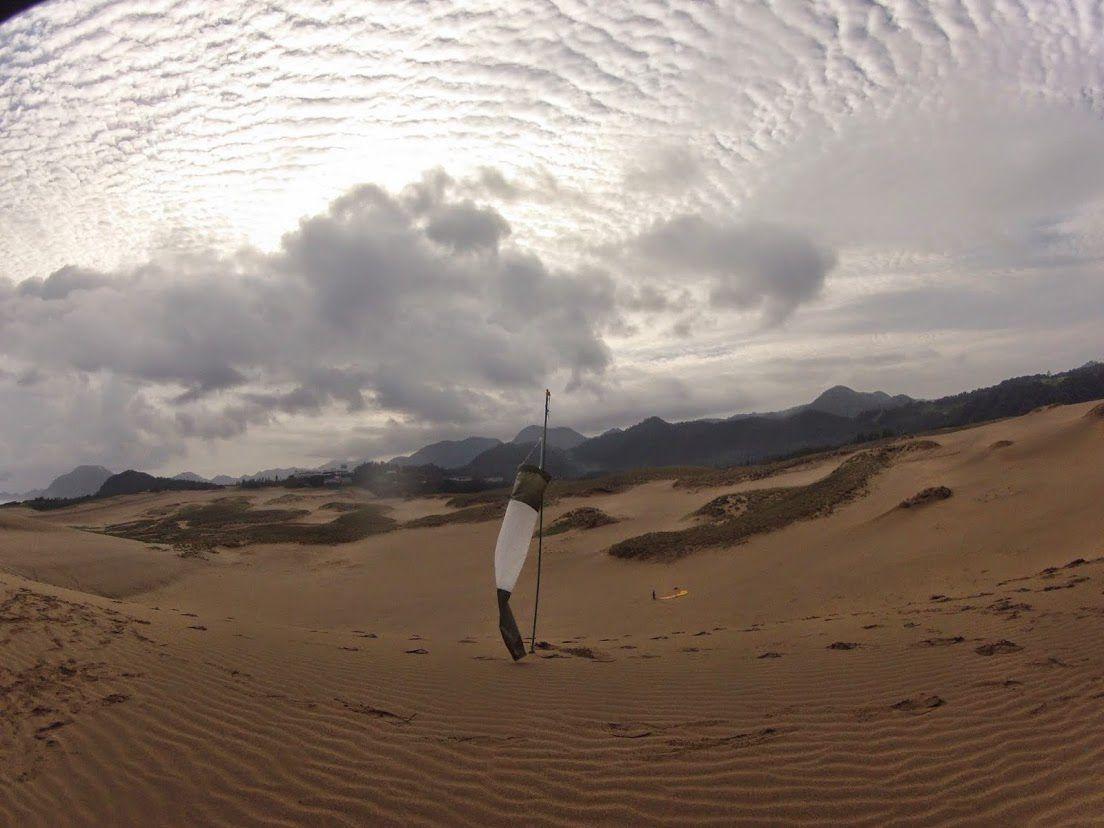 縞模様の雲砂丘