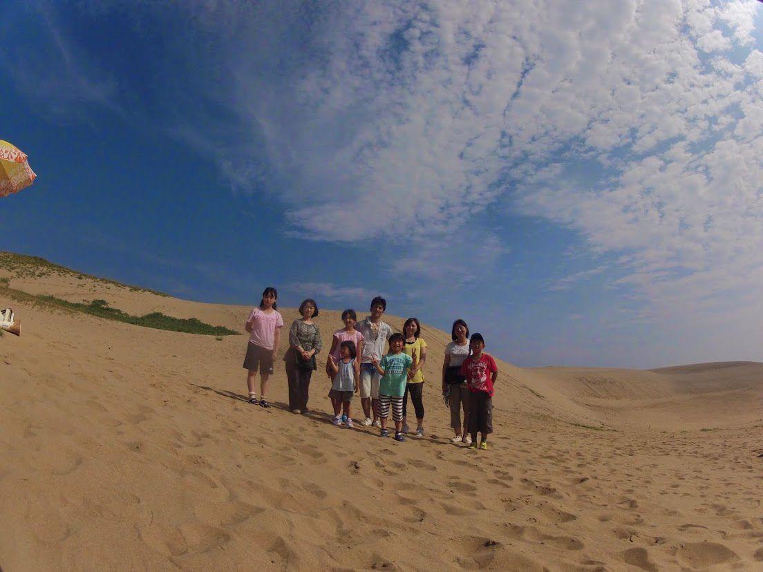 子供連れのファミリーさん砂丘
