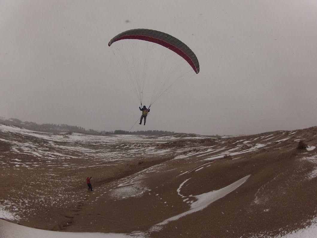 雪のトーイングスタイルパラグライダー