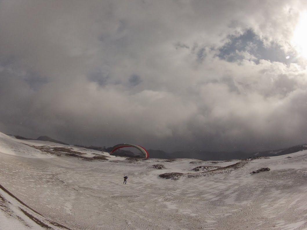 雪の鳥取砂丘パラグライダー