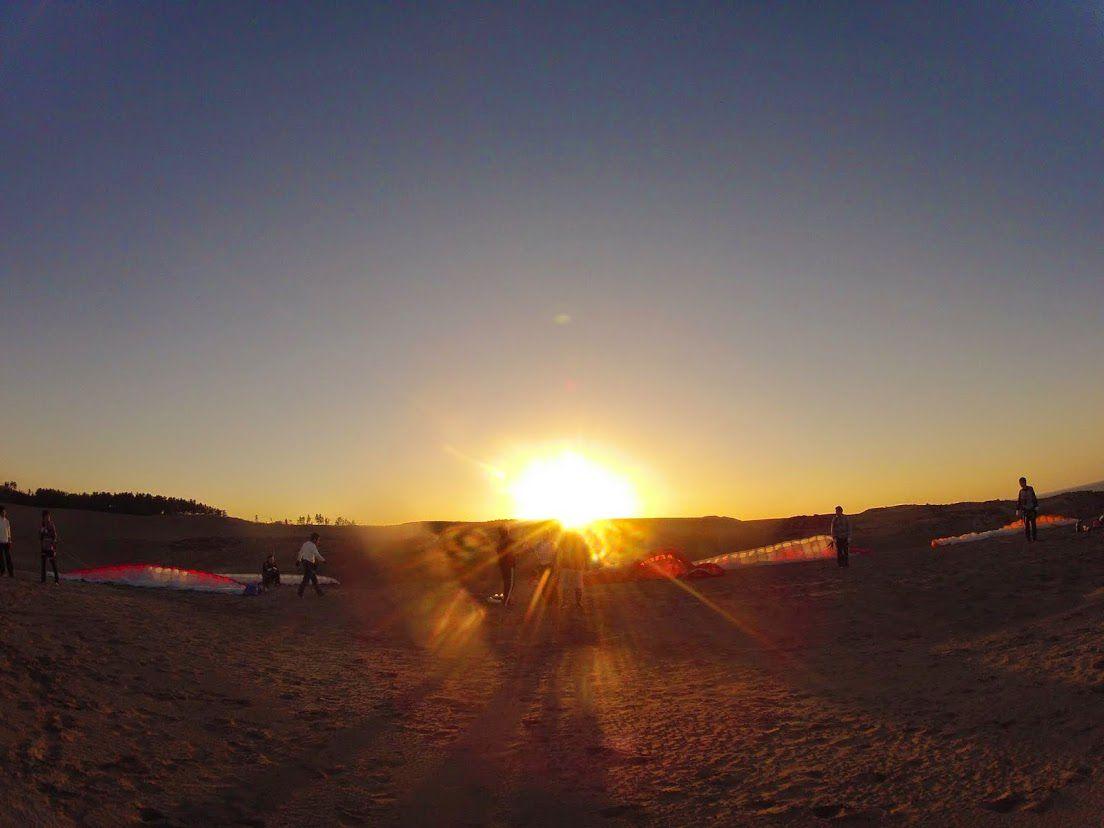 砂丘パラグライダー夕焼け