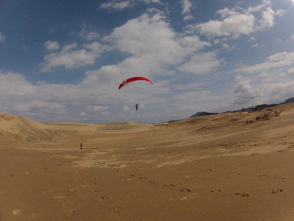 神奈川県から卒業旅行で鳥取砂丘のパラグライダー体験