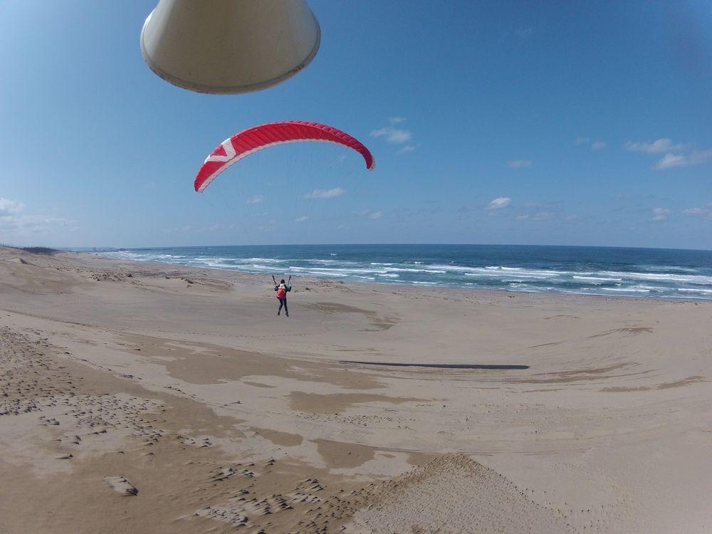 滋賀県から卒業旅行で鳥取砂丘のパラグライダー体験