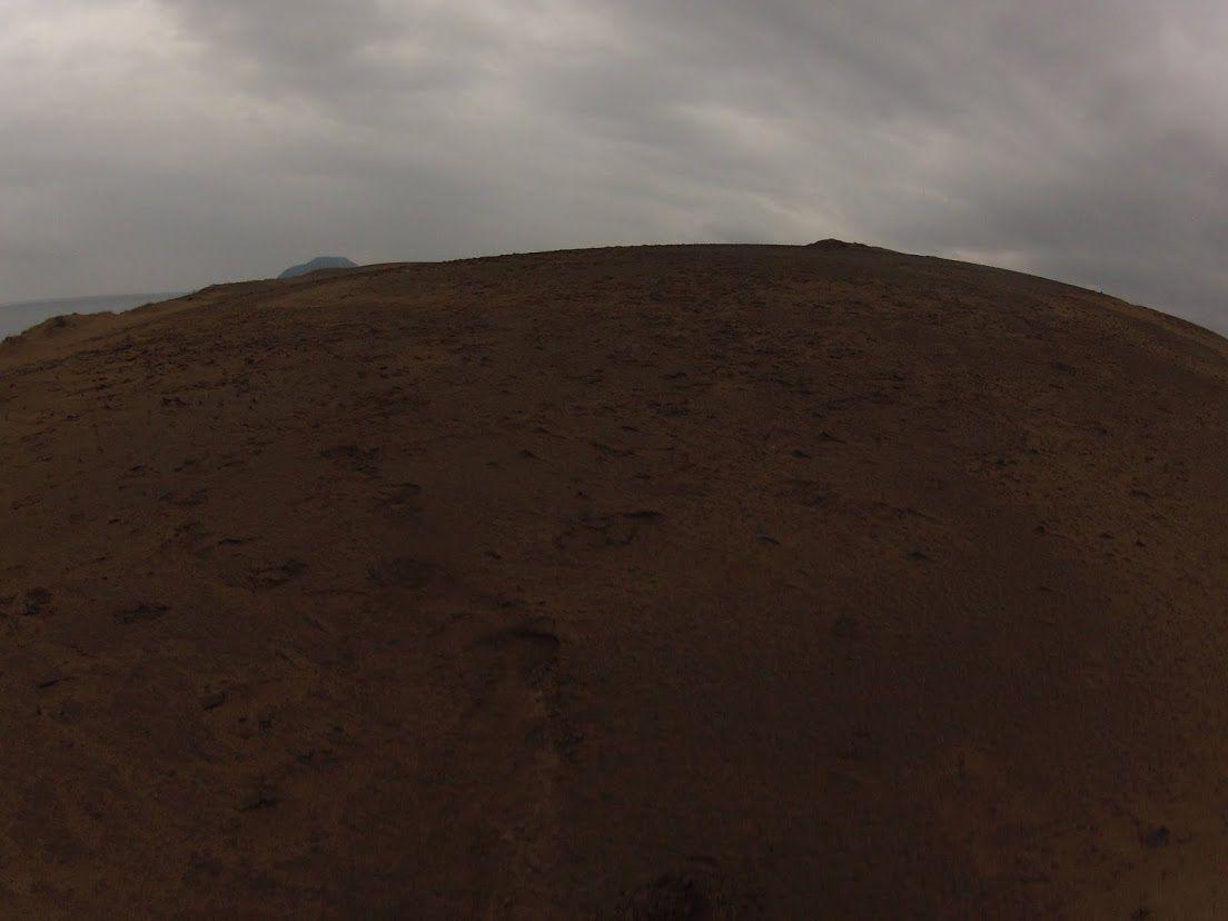 薄い雲砂丘