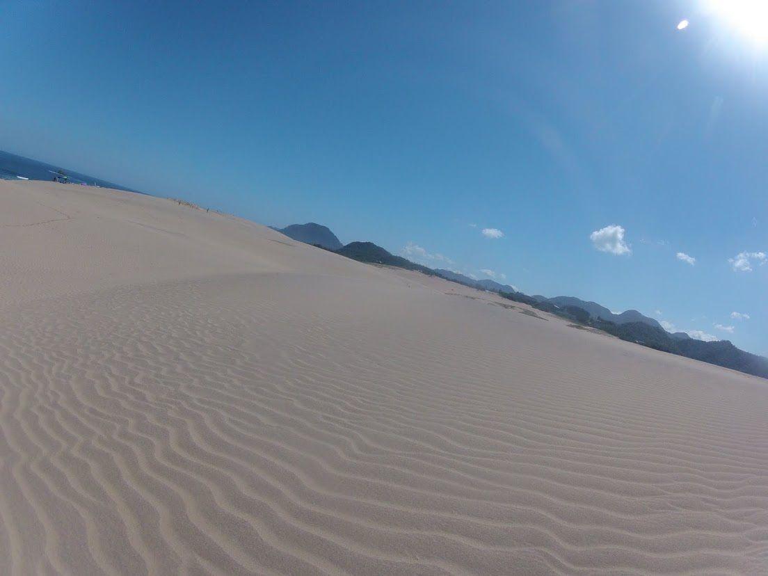 青空が広がった鳥取砂丘