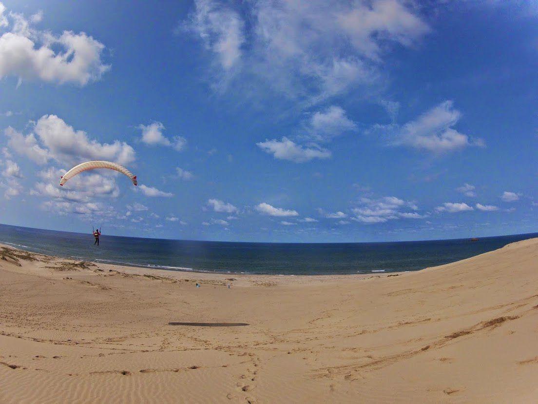 青い空砂丘パラグライダー