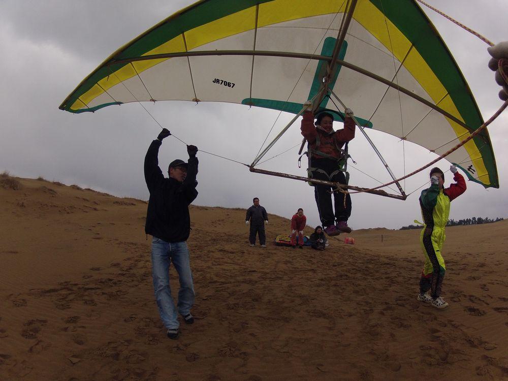 福岡、大阪から鳥取砂丘でハンググライダー体験