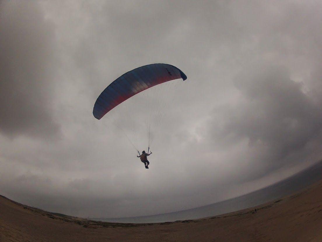 砂丘パラグライダー雨