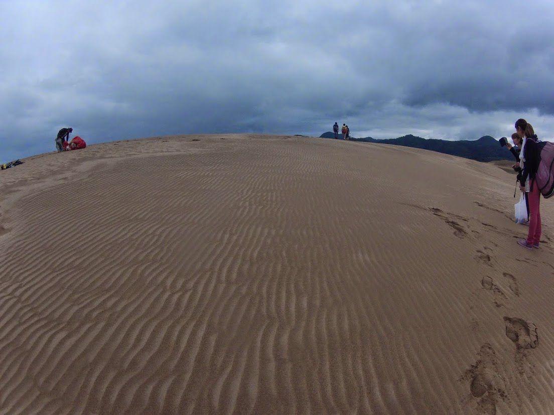 雲に覆われた鳥取砂丘