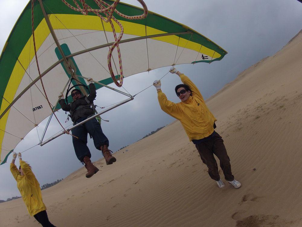 大阪から北東強風の鳥取砂丘でハンググライダー体験