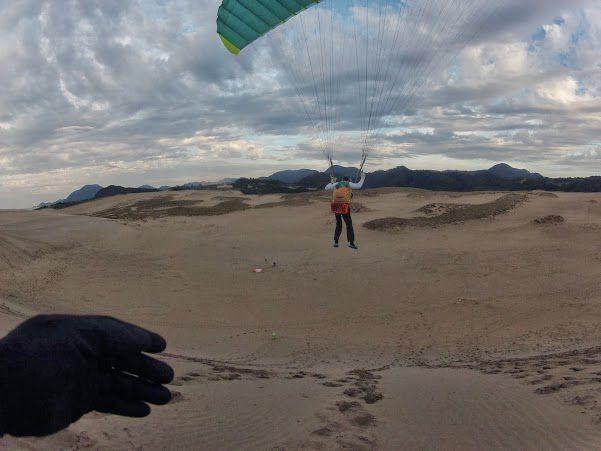 砂丘パラグライダー 70歳