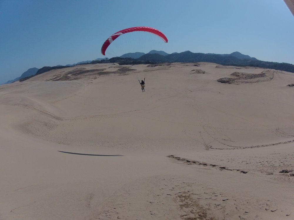 鳥取砂丘の高台からパラグライダーで初フライト