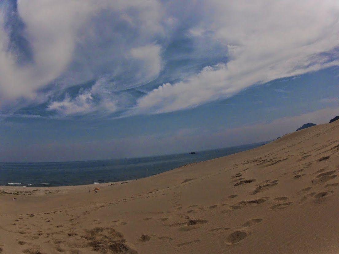 晴れ渡った空が広がる鳥取砂丘