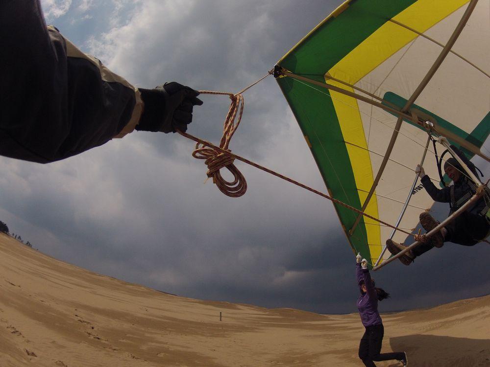 西風の鳥取砂丘でハングライダーに挑戦