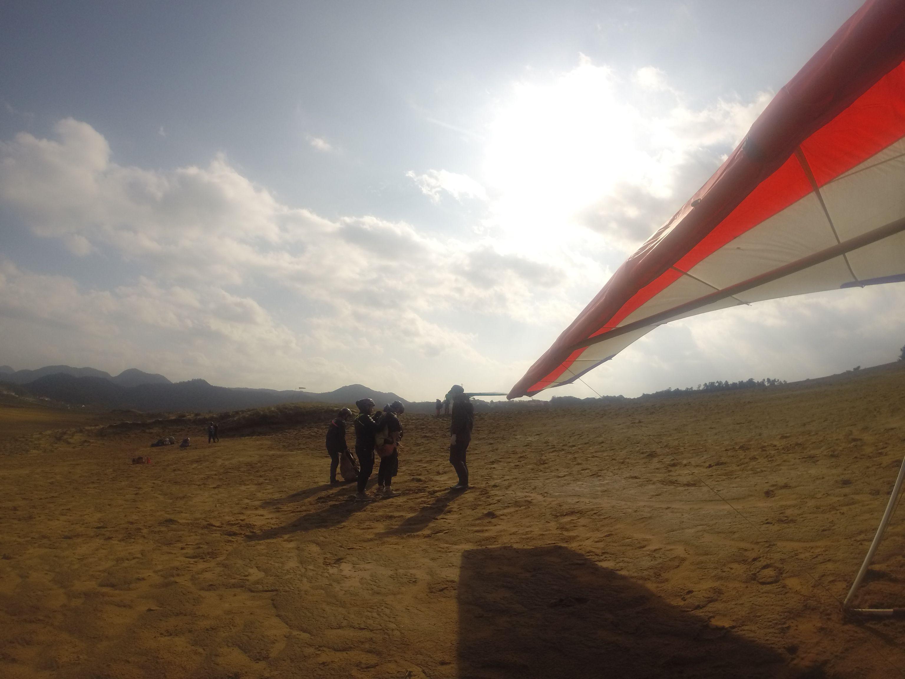 2機のハンググライダーを準備して講習スタート