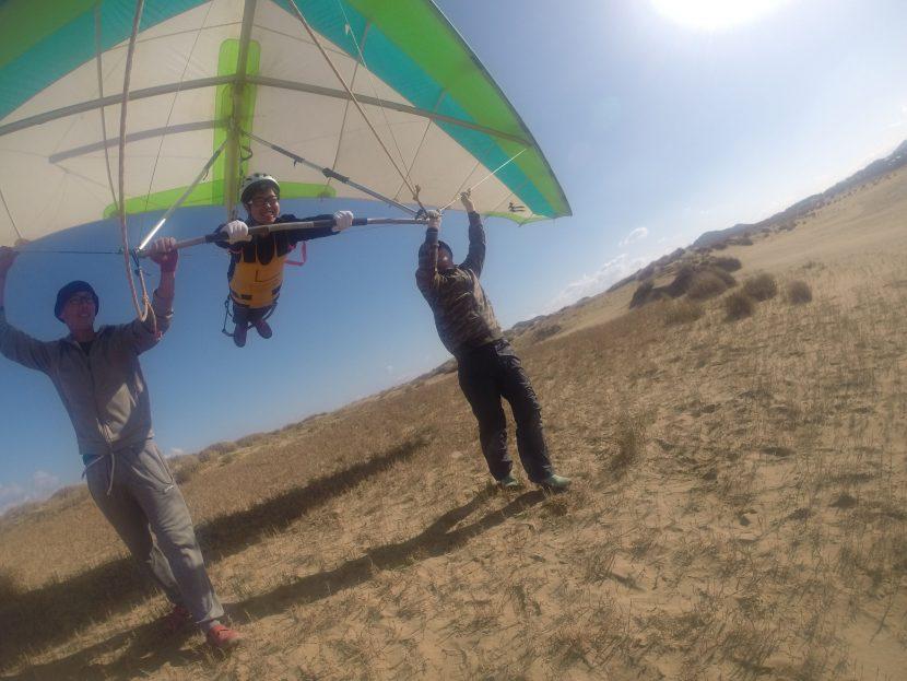 来たぞ強風、ハンググライダーで大空堪能