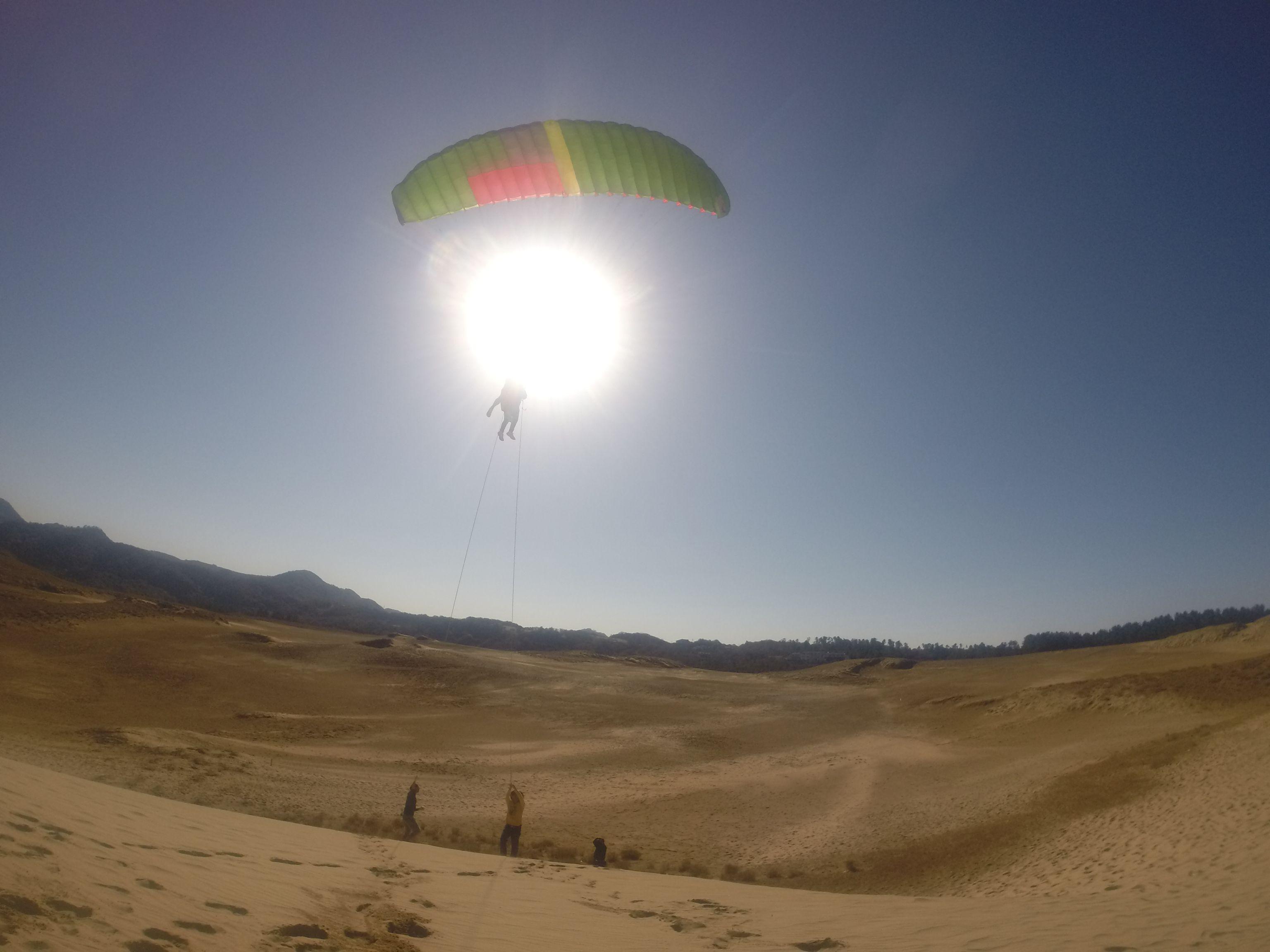 ぐーんと高くなって、雄大な砂丘を空から一望