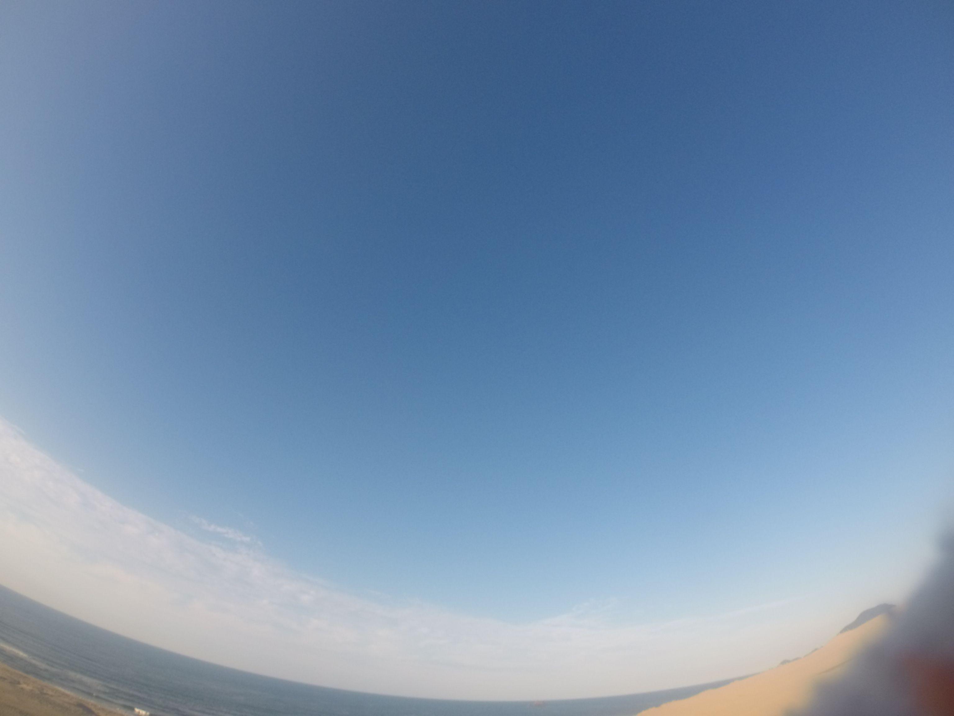 とにかくよく晴れている平日の鳥取砂丘