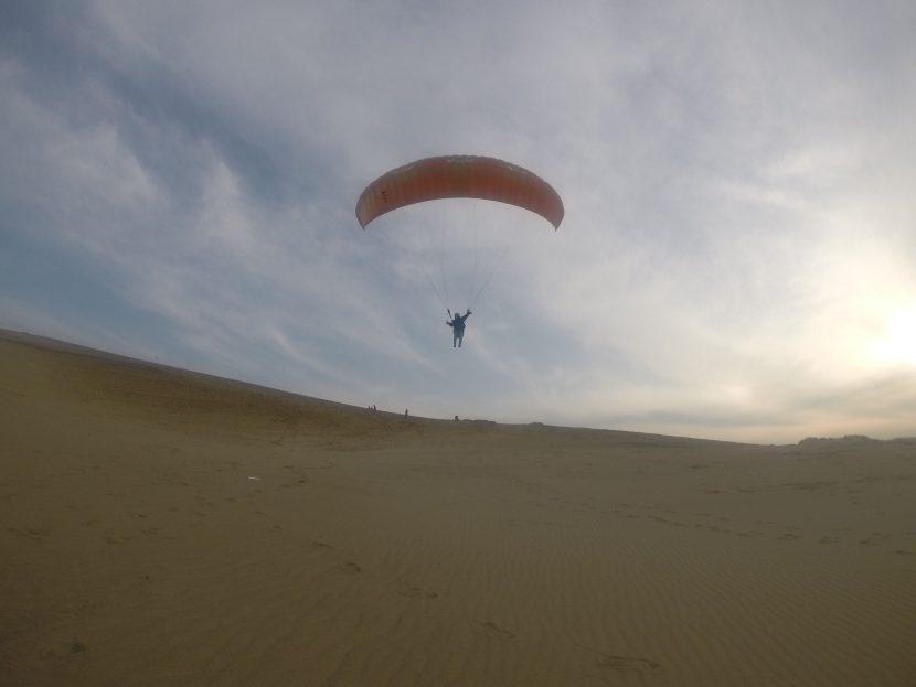 穏やかな天気と風の中、たっぷりパラグライダー体験