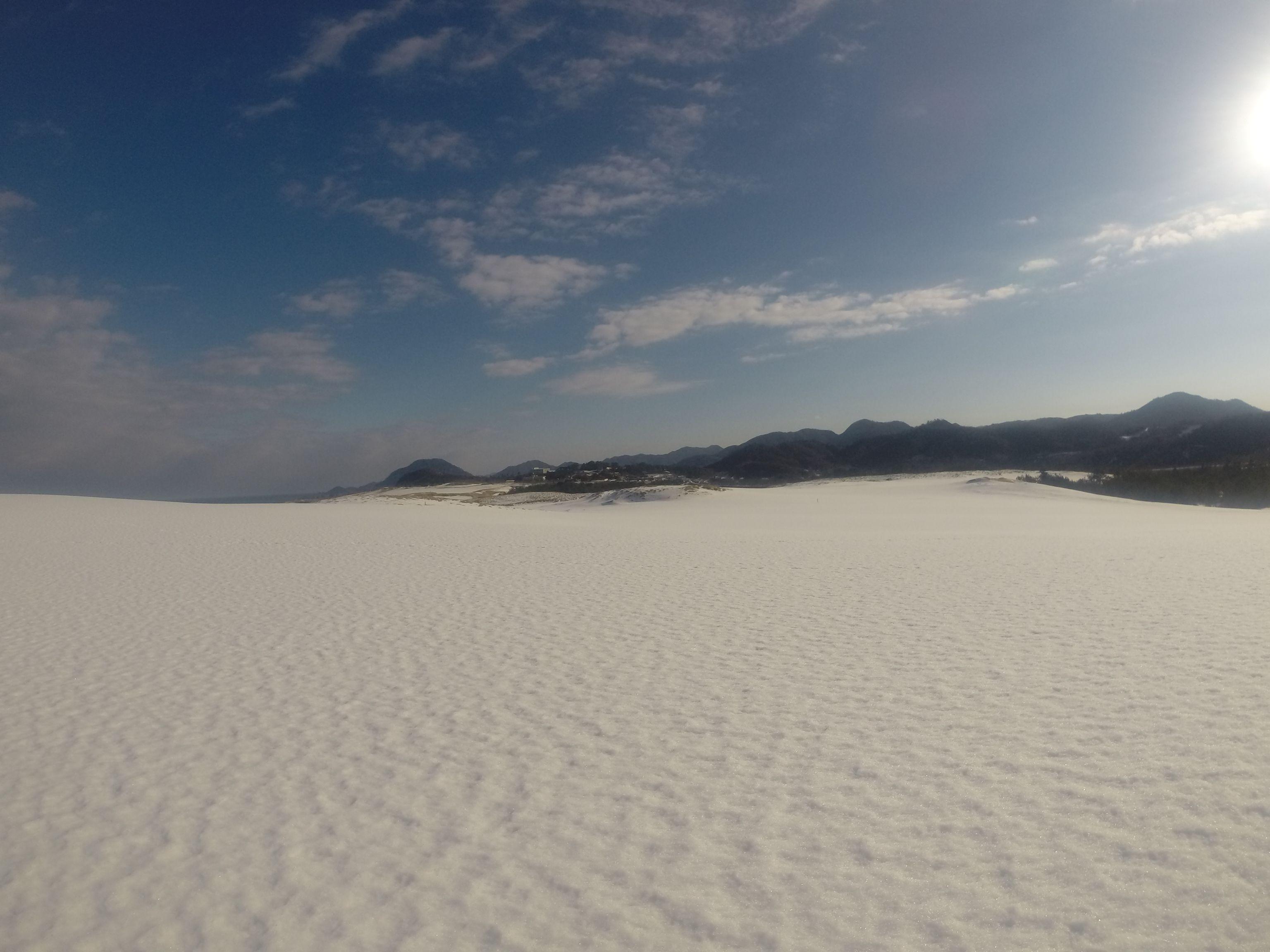 美しい白銀世界の鳥取砂丘
