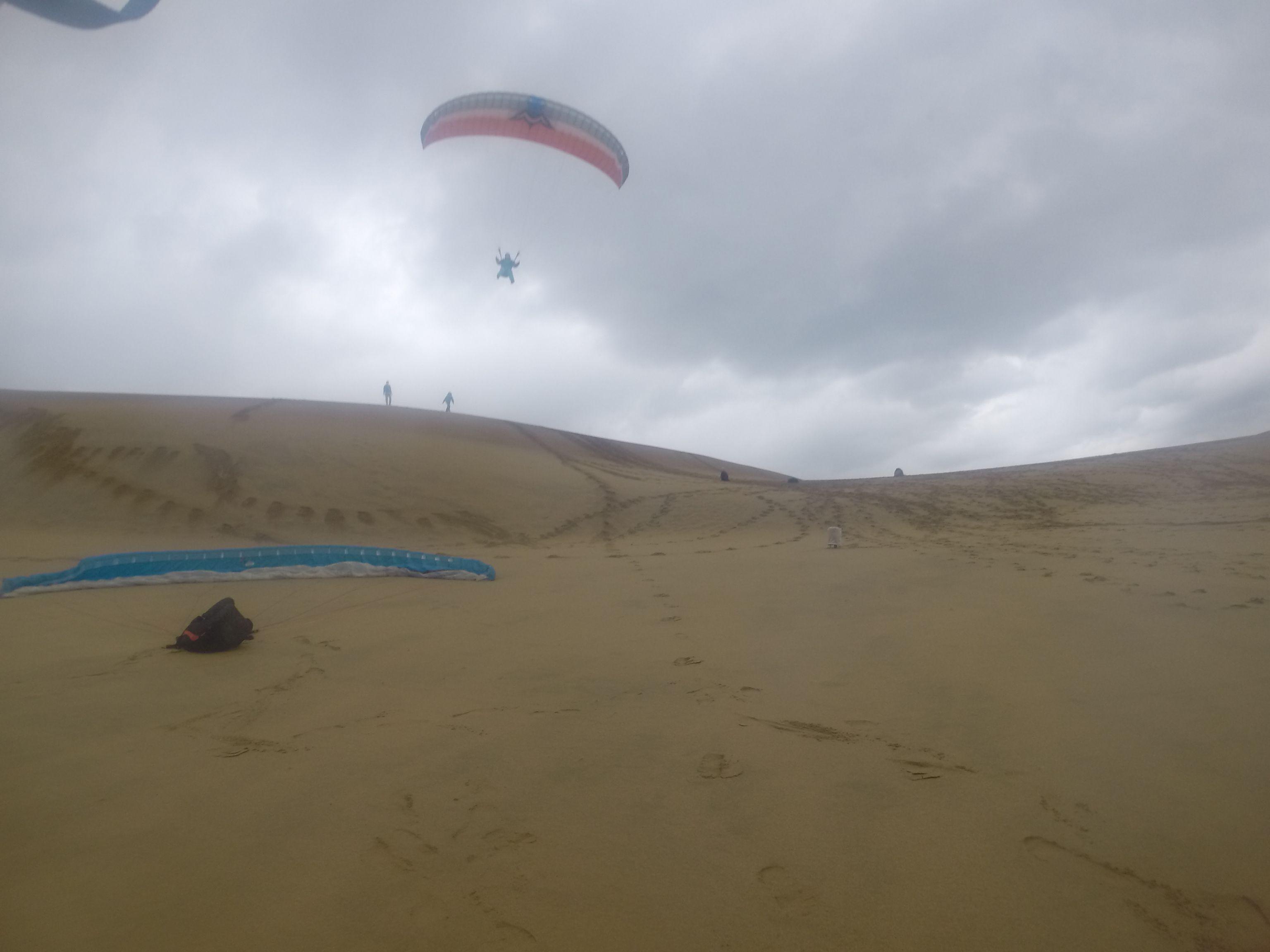 風の弱いタイミングを狙って大きく浮遊成功