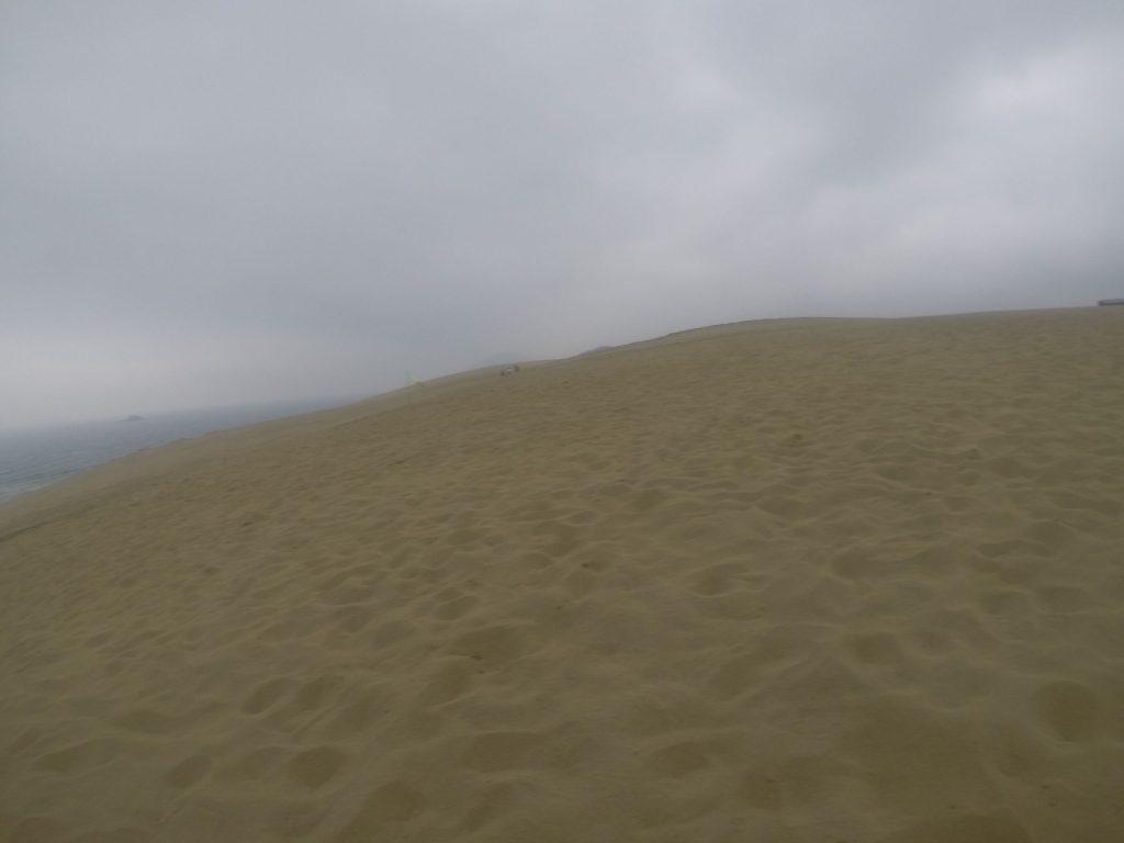 どんより曇ってきた鳥取砂丘